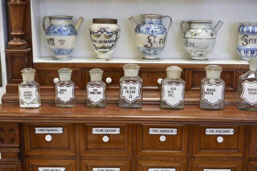 vasi antichi farmacia per sali e minerali
