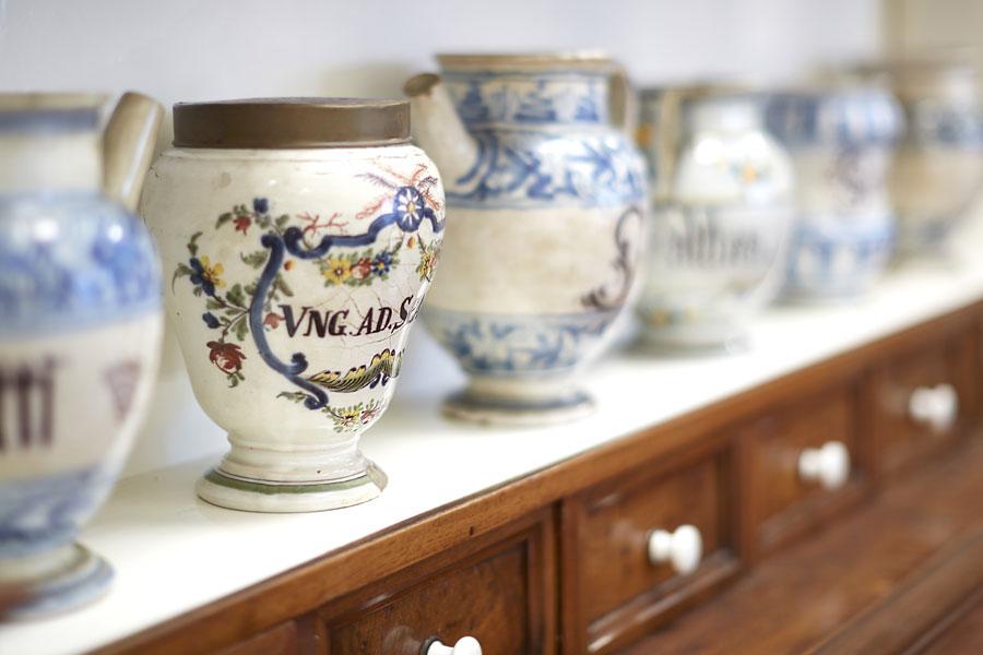 vasi di ceramica farmacia per unguenti e pomate